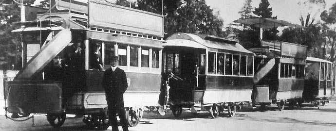 Bendigo Tramways - Double-decker-trams-at-the-Railway-Station