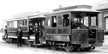 Bendigo-Tramways-Baldwin-steam-motor-No-5-and-bogie-trailer-No-4-in-Railway-Place-circa-1893