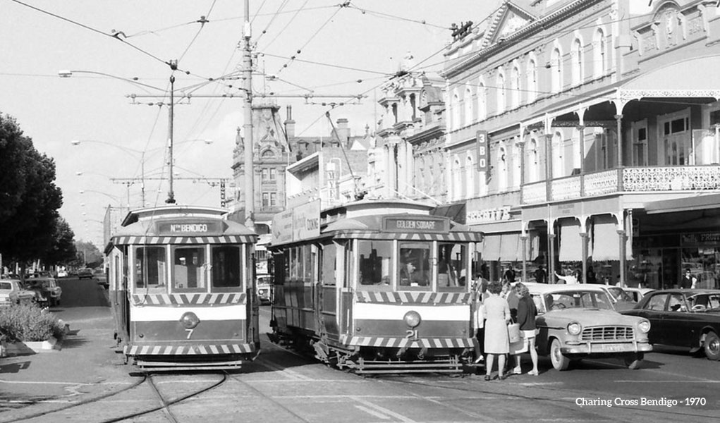 Tram 7 and Tram 21 sitting at traffic lights on Pall Mall in Bendigo in 1970